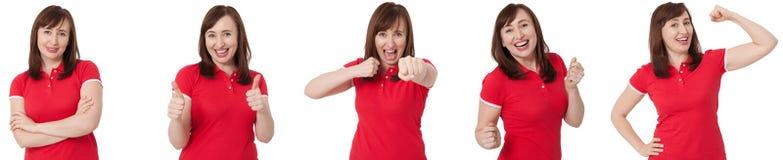 Slut upp den isolerade collageståenden av olika kvinnliga sinnesrörelser och den förargade ilskna kvinnan Röd tom t-skjorta- och  arkivfoton