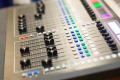 Slut upp den ljudsignal blandande konsolen Arkivfoton