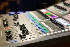 Slut upp den ljudsignal blandande konsolen Royaltyfri Bild