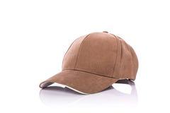 Slut upp den nya bruna baseballhatten beeing begreppskontaktdon fokuserar isolerad skjuten studion omgiven teknologiwhite Royaltyfria Foton