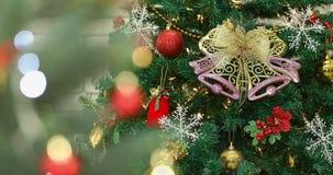 Slut upp den videopd julgranen för plats med prydnaden lager videofilmer