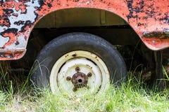Slut upp det plana gummihjulet Royaltyfri Foto