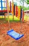 Slut upp en gunga i lekplats. Royaltyfri Foto