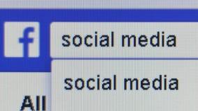 Slut upp ` för massmedia för ` för användaretyper social in i Facebook sökandestång
