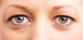 Slut upp fotoet av kvinnas ögon arkivfoton