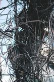 Slut upp kabel för elektrisk tråd tilltrasslat och kaos på Thamel Stree royaltyfri bild