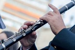 Slut upp klarinetten, detalj av en musiker i fallasna av Valencia royaltyfria bilder