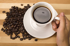 Slut upp koppen kaffe i hand Royaltyfri Bild
