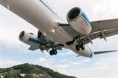 Slut upp landning, Skiathos, Grekland arkivfoton