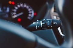 Slut upp på pinnen för kontroll för torkare för bilregnvindruta Arkivbilder