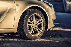 Slut upp på det Opel hjulet på Motorclassic Arkivfoto