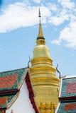 slut upp pagoden av Wat Phra That Hariphunchai Arkivfoton