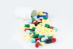 Slut upp preventivpillerläkarundersökningkapsel Royaltyfri Bild
