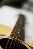 Slut upp raden på gitarren Arkivfoto