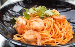 Slut upp smaklig tomat-sås spagetti royaltyfri foto