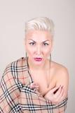 Slut upp ståenden av platinablonda kvinnan Arkivfoto