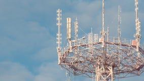 SLUT UPP: Telekommunikationtorn som täckas av frost Fotografering för Bildbyråer