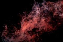Slut upp virvlande runt rök på svart isolerad bakgrund royaltyfri illustrationer
