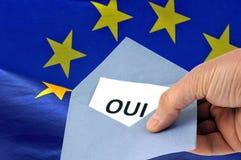 Sluten omröstning ja i franskt på de europeiska valen royaltyfria bilder