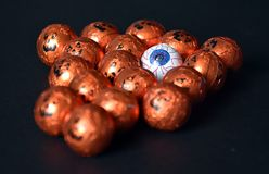 Slutet av allhelgonaaftonStålar-nolla-lyktan folie täckte upp sötsaker Royaltyfri Foto