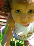 Slutet av behandla som ett barn upp flickan Arkivbilder