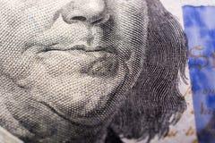 Slutet av Benjamin Franklin vänder mot upp på US dollar Royaltyfri Bild