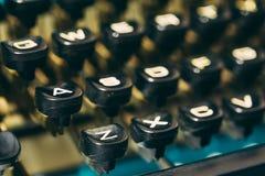 Slutet av den antika skrivmaskinen stämm upp Gammal handbok Arkivbild