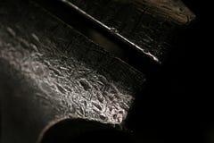 Slutet av en järnskruvstäd i en metall shoppar upp Royaltyfri Fotografi