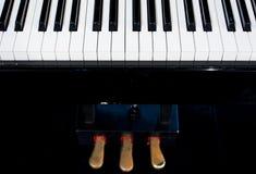 Slutet av pianot stämmer upp nära frontal sikt Fotografering för Bildbyråer