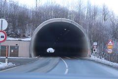 Slutet av tunnelen arkivfoton