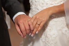 Slutet för bröllopceremoni ups Fotografering för Bildbyråer