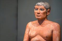 Slutet för författareAntique det egyptiska statyett upp Royaltyfri Bild