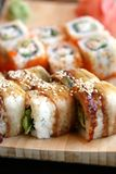 slutet rullar sushi Arkivbild