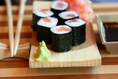 slutet rullar sushi Royaltyfri Foto