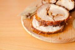 Slutet sköt upp av den skivade grisköttköttfärslimpan Fotografering för Bildbyråer