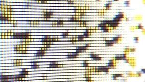Slutet sköt upp av plasmaTVskärmen, klockaTV stock video