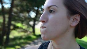 Slutet sköt upp av ung kvinnlig athlette lager videofilmer