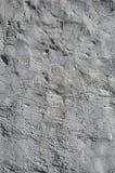 Slutet sköt upp av väggen för grungebruntlera på ett gammalt hus Blandningen av något annat objekt liksom trä och stenen arkivfoton