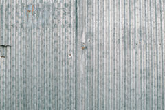 Slutet upp rostigt galvaniserar järn arkivfoto