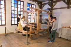 SLUTSK VITRYSSLAND - Maj 20, 2017: Museum av historien av de Slutsk bältena Royaltyfria Foton