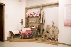 SLUTSK VITRYSSLAND - Maj 20, 2017: Museum av historien av de Slutsk bältena Arkivbild