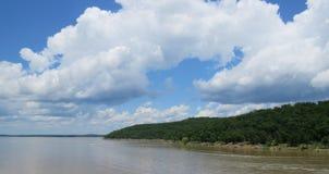 Slutsten sjö eller Arkansas River, nord av Tulsa som är reko Arkivbild