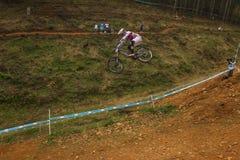 Sluttande Greg Minnaar för flygkontroll Racer MTB Royaltyfria Foton