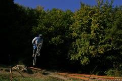 sluttande hoppracer Royaltyfri Fotografi