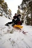 Sluttande på en snowpulka Fotografering för Bildbyråer