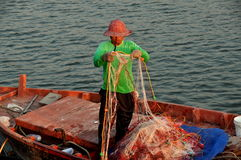 Smäll Saen, Thailand: Fiskaren med förtjänar Arkivbilder