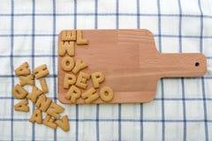 Smällare för alfabetkexkaka Arkivfoto