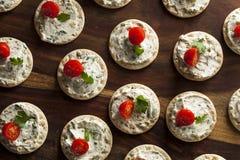 Smällare och ost Hors D'oeuvres Arkivfoton