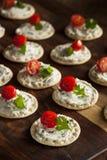 Smällare och ost Hors D'oeuvres Arkivfoto