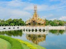 Smällen PA-i Royal Palace är gränsmärket i Thailand royaltyfri fotografi